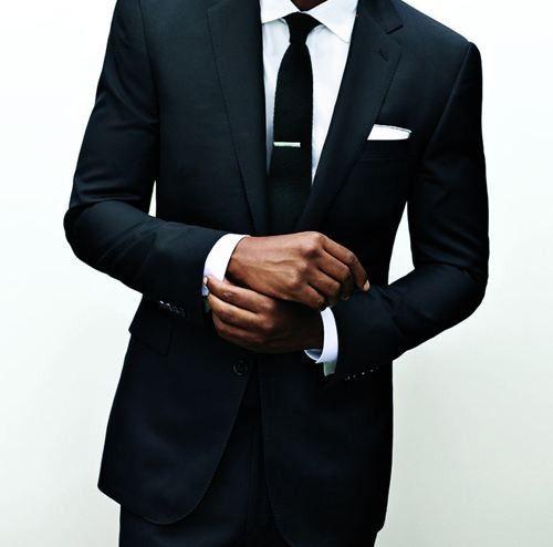 Un poco más, por favor. Suit-Smart-Black